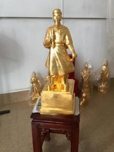 Tượng Trần Quốc Tuấn Giát Vàng